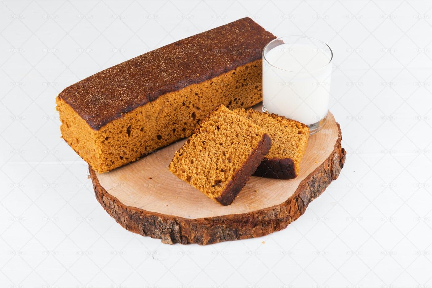 Gingerbread Cake: Stock Photos