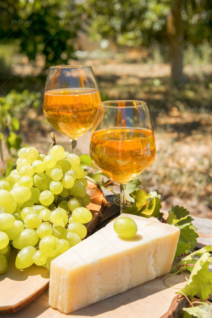 Wine And Grapes: Stock Photos