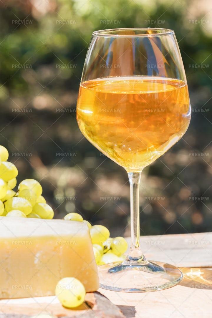 Amber Wine: Stock Photos
