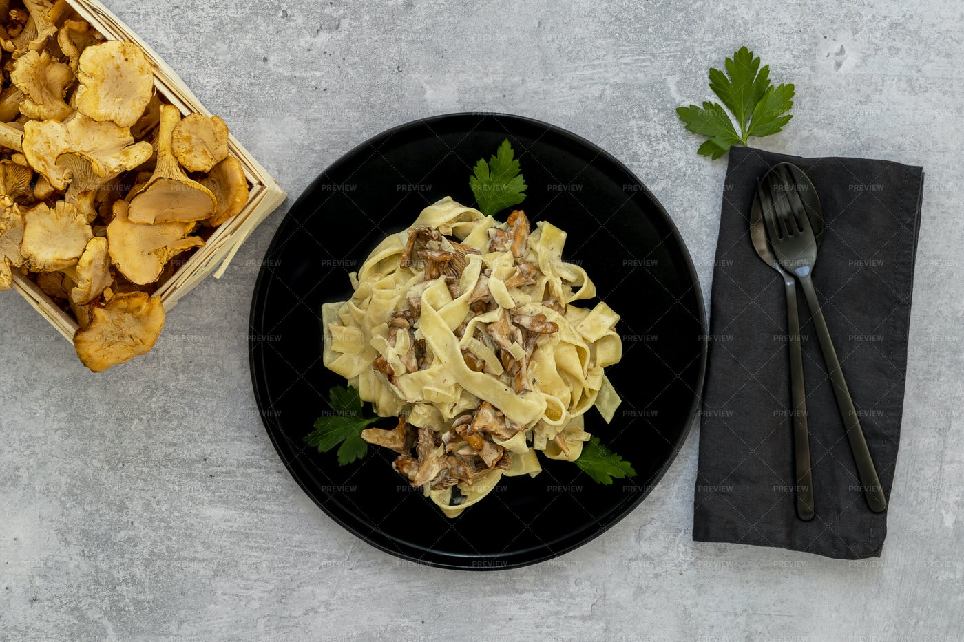 Tagliatelle With Chanterelle Mushrooms: Stock Photos