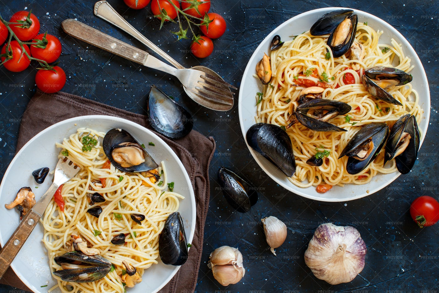 Spaghetti With Mussels: Stock Photos