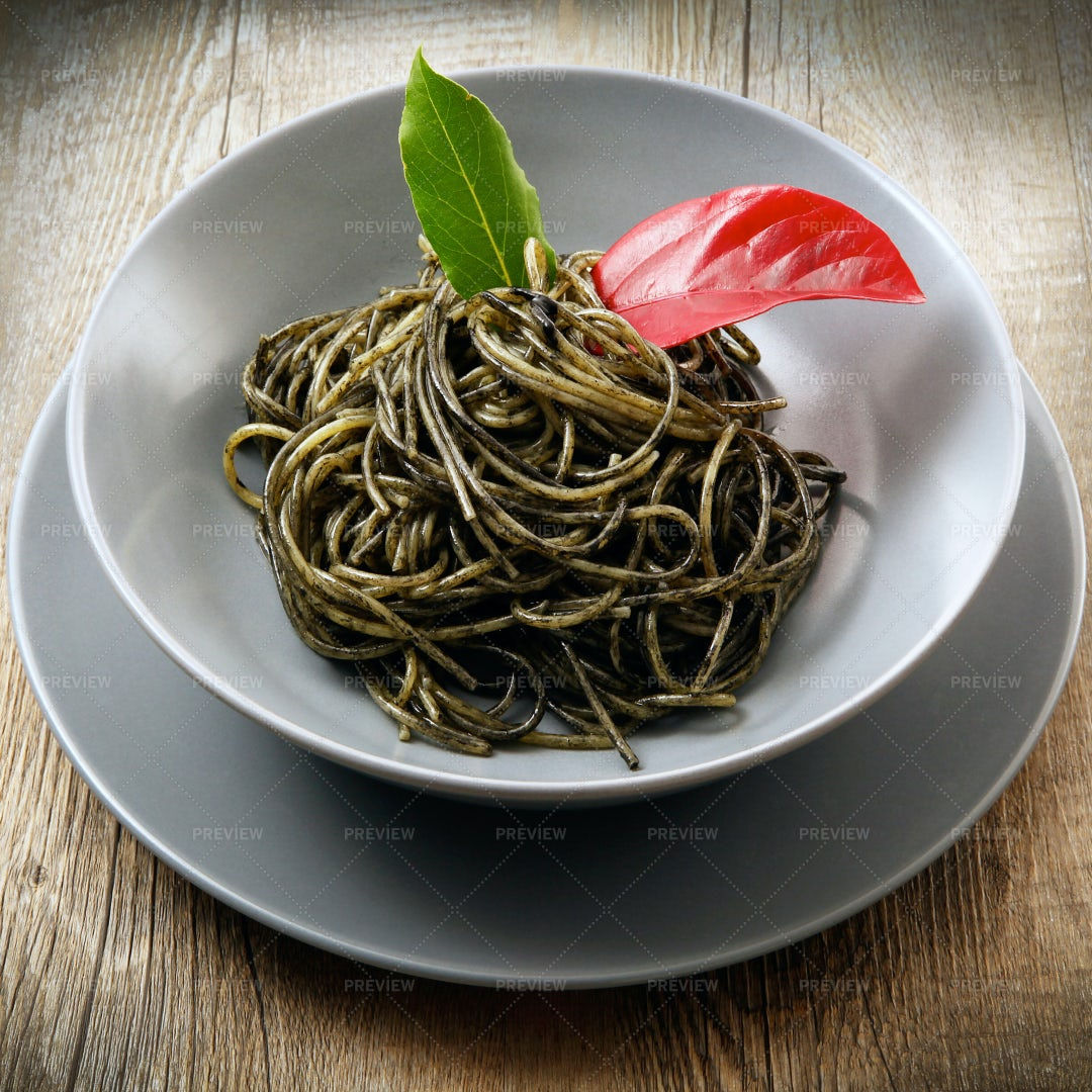 Spaghetti With Squid Ink: Stock Photos