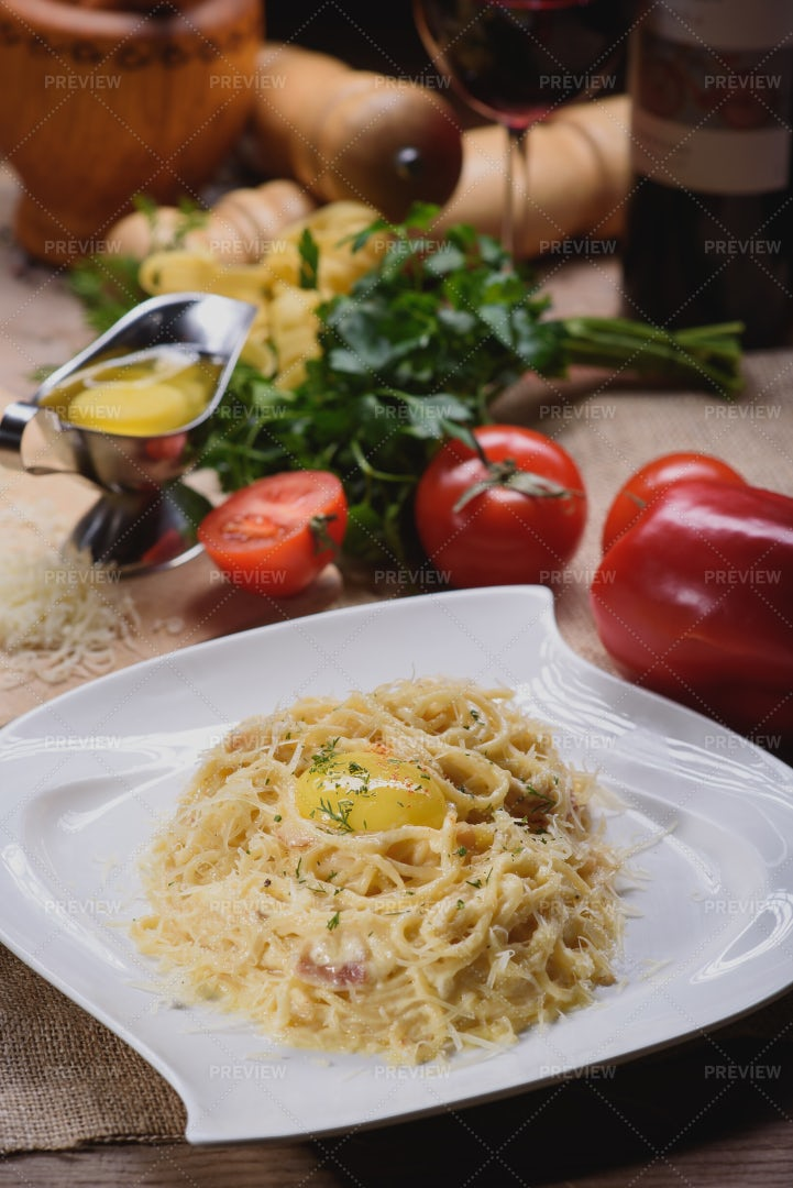 Bacon Carbonara Pasta: Stock Photos