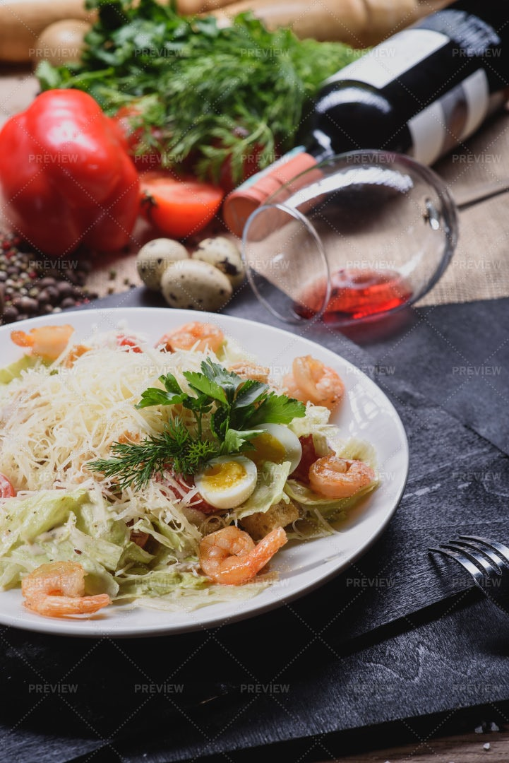 Caesar Salad With Shrimp: Stock Photos
