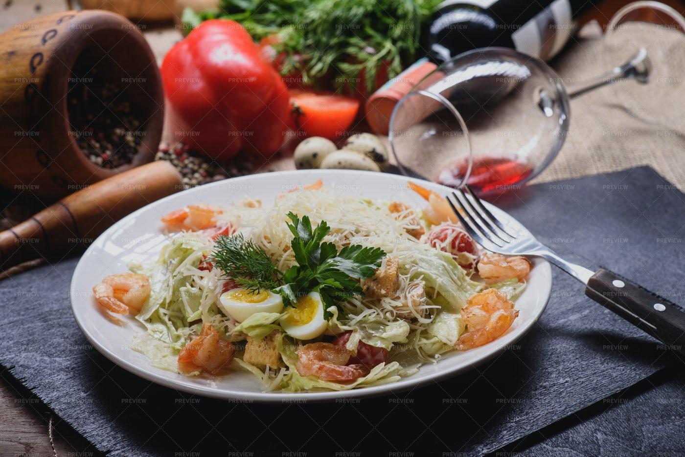 Shrimp Caesar Salad: Stock Photos