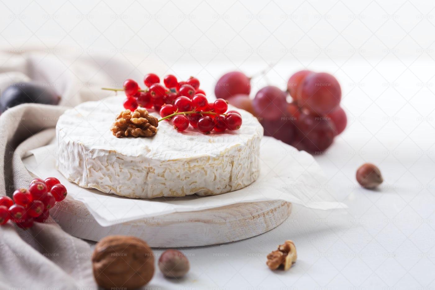 Tasty Camembert Cheese: Stock Photos