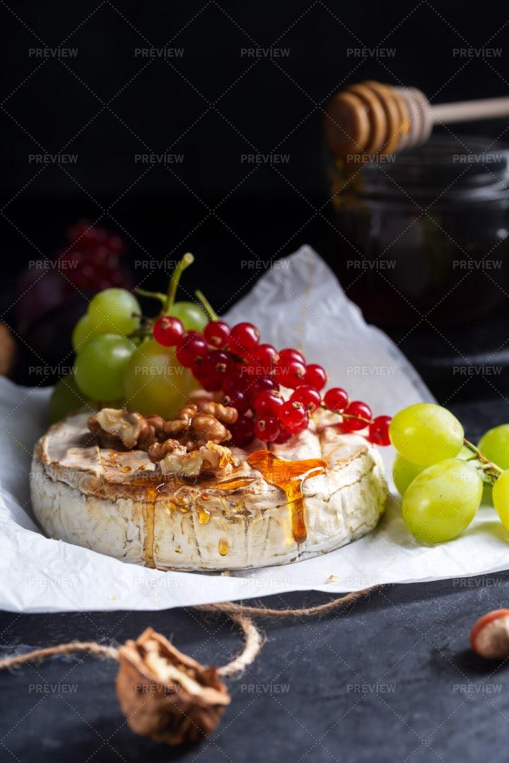 Soft Camembert Cheese: Stock Photos