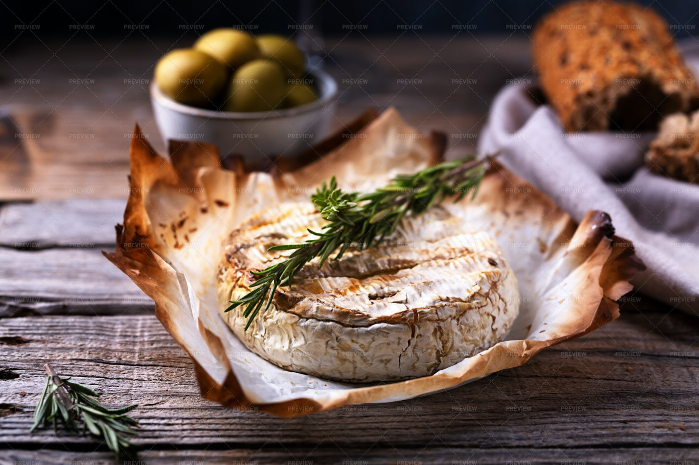 Fresh Camembert: Stock Photos