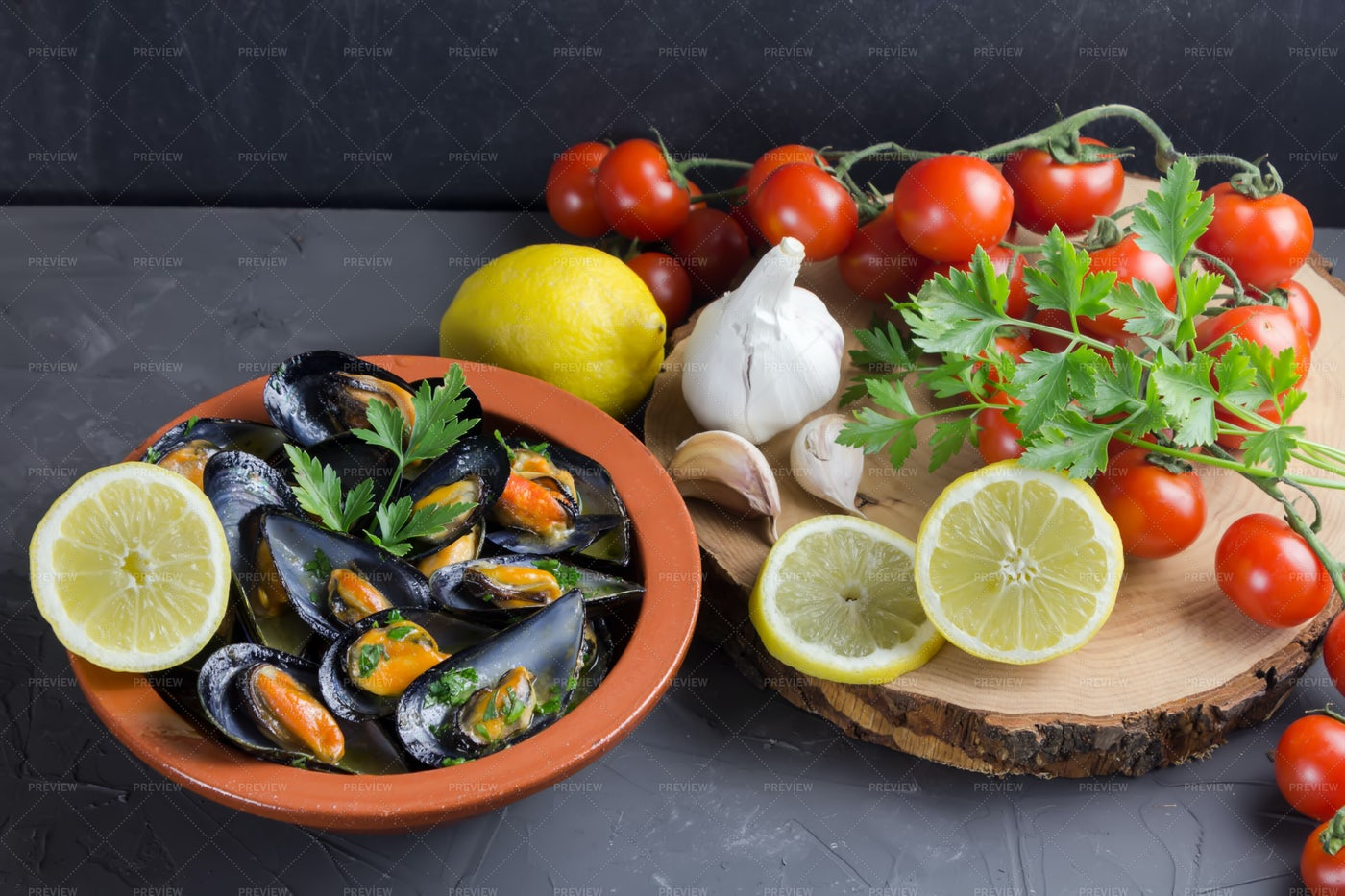 Mussels In A Clay Bowl: Stock Photos