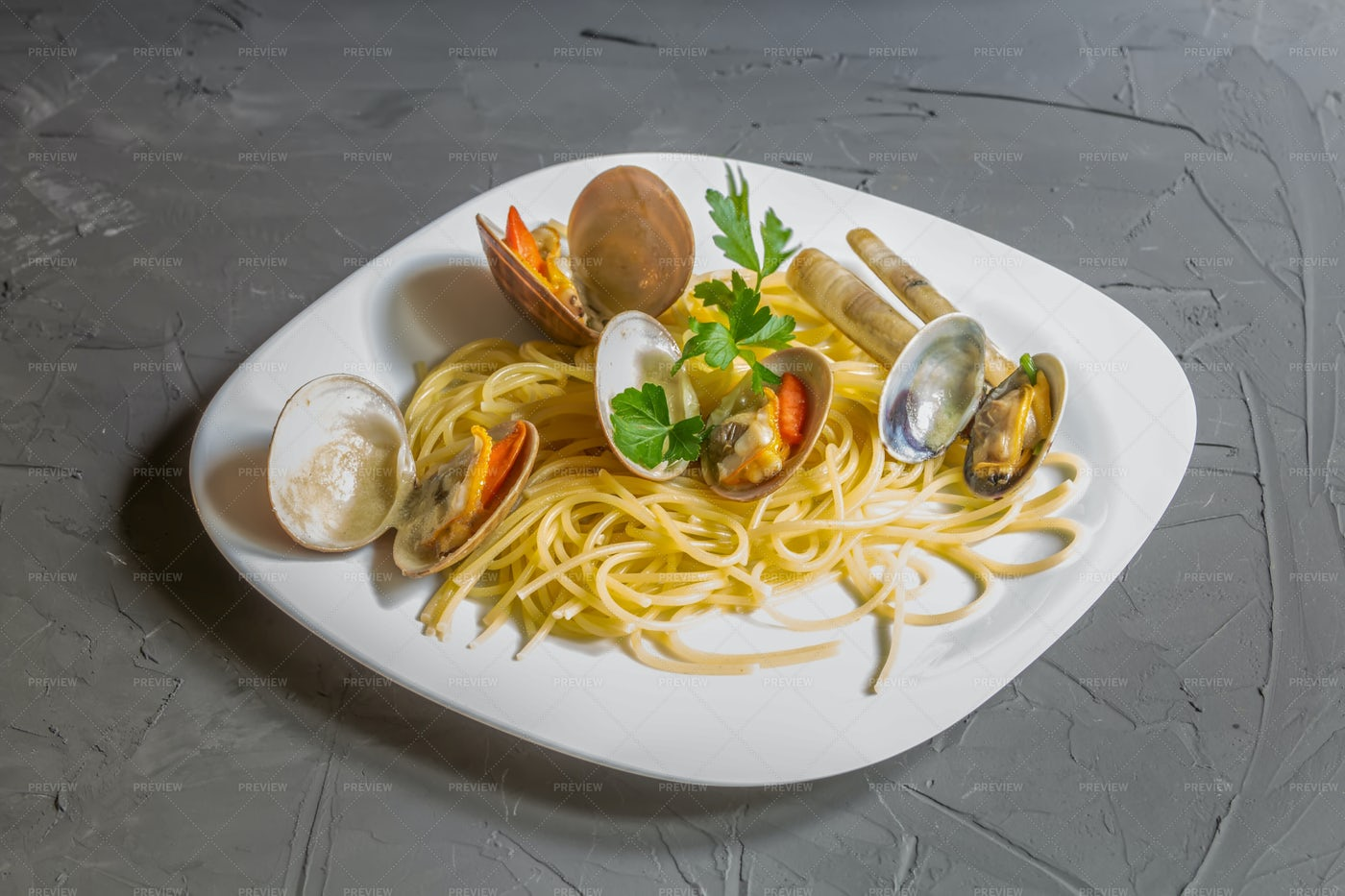 Clams With Spaghetti: Stock Photos