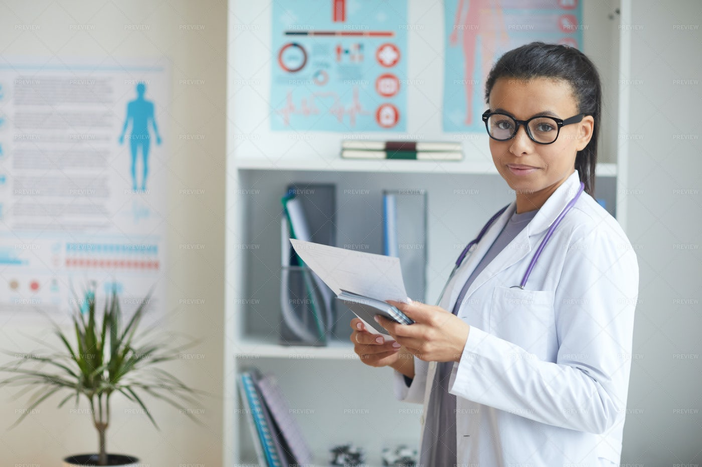 Female Doctor At The Office: Stock Photos