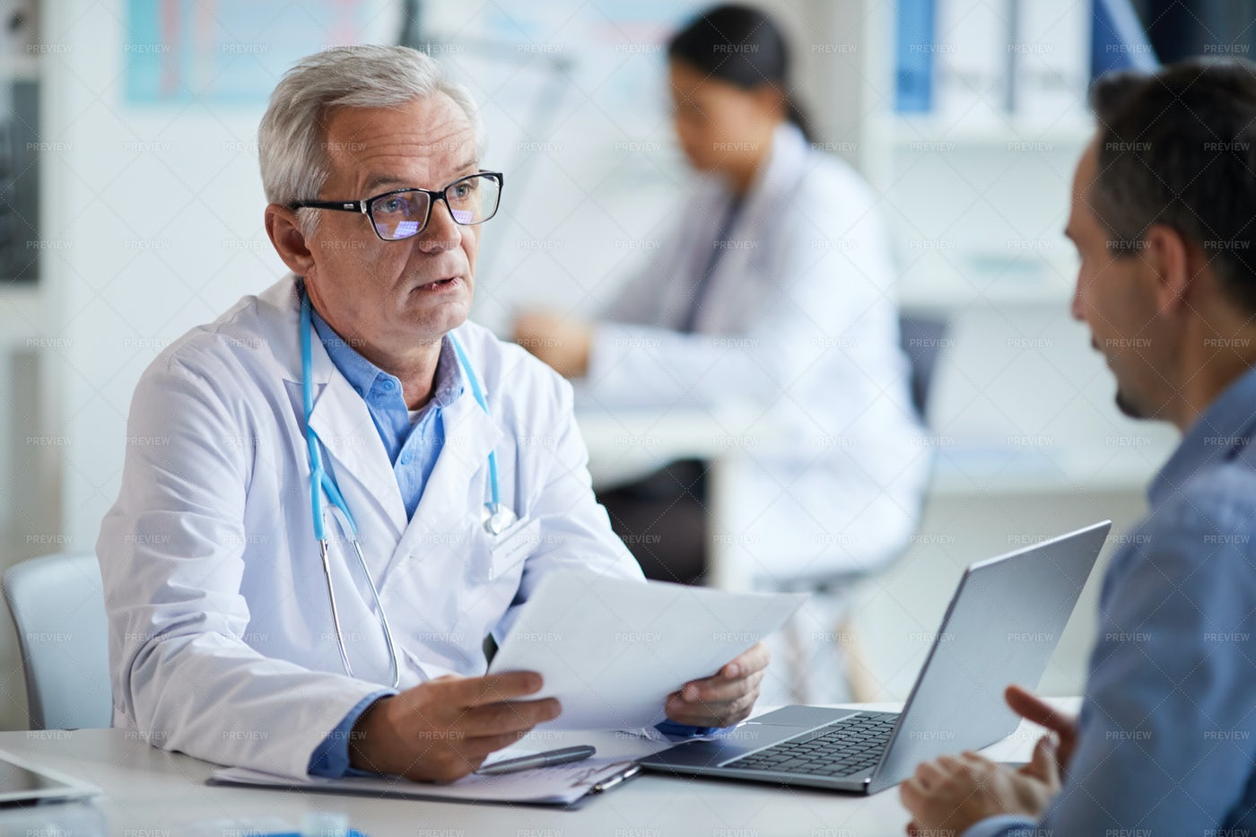 Doctor Giving Diagnosis To Patient: Stock Photos