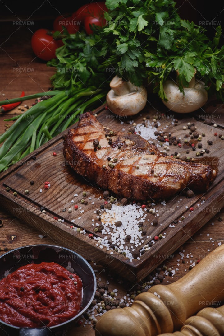 Beef Steak With Mushrooms And Sauce: Stock Photos