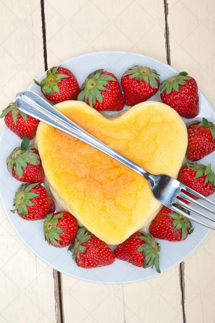 Heart Cheesecake: Stock Photos