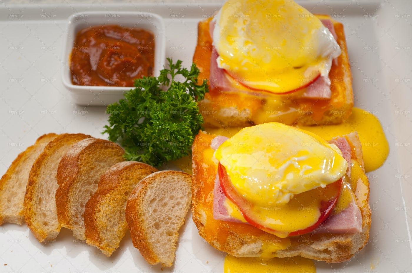 Benedict Eggs: Stock Photos