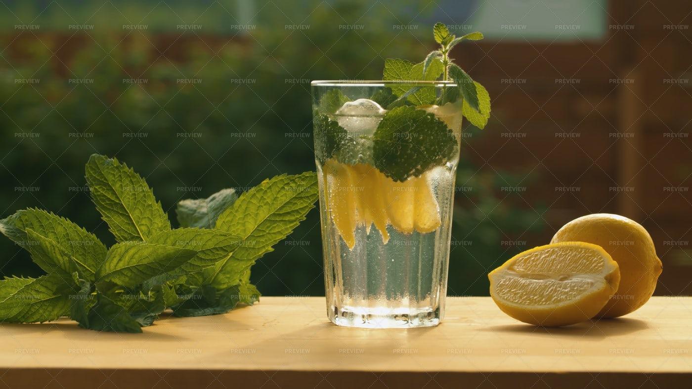 Tonic Soda Water: Stock Photos