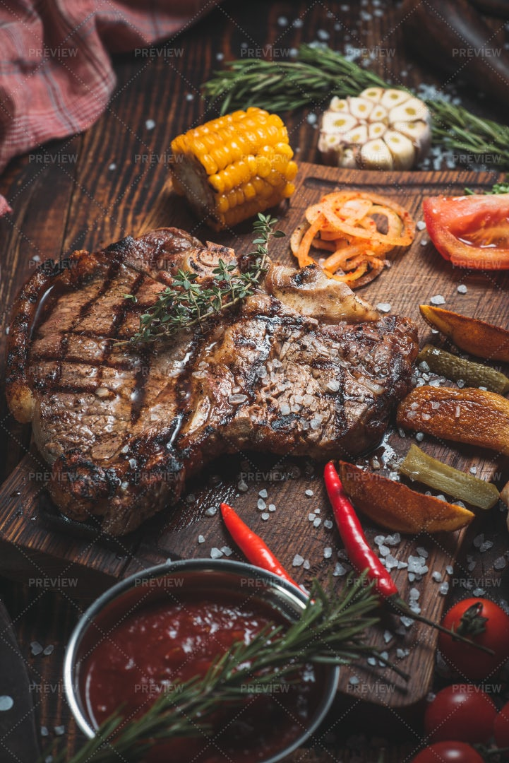 Rib Eye Steak With Vegetables: Stock Photos