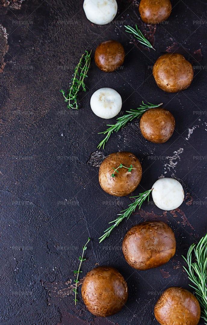 Portobello Mushrooms: Stock Photos