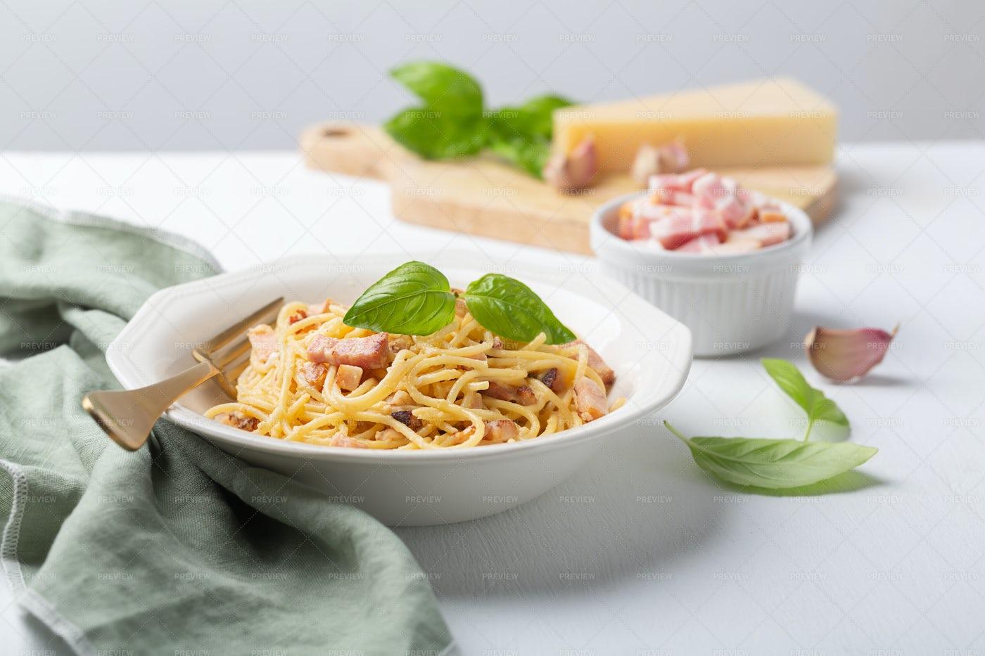 Italian Carbonara Pasta: Stock Photos
