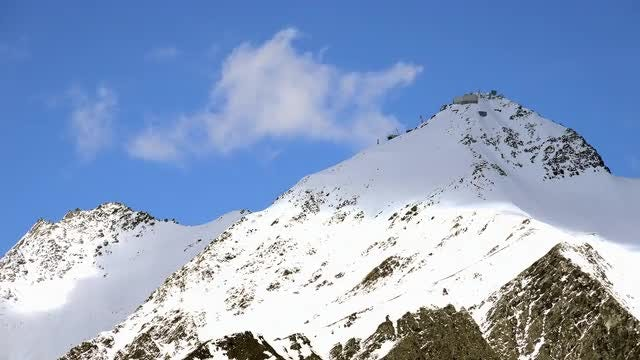 White Snowy Peaks: Stock Video