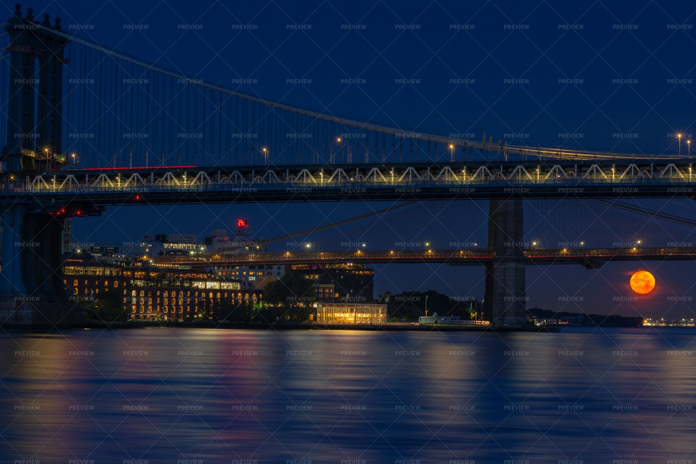 Full Moon Over East River: Stock Photos