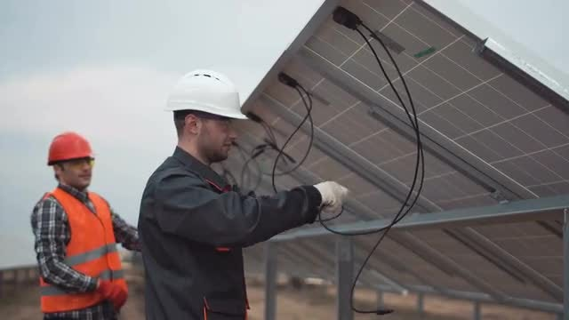 Builders Working On Solar Panels: Stock Video