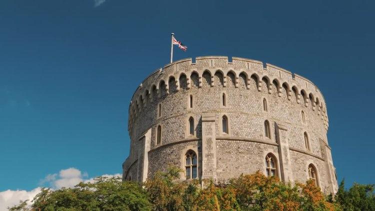 Tilt Shot Of Windsor Castle : Stock Video