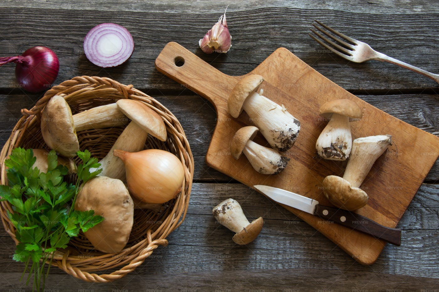 Fresh Whole White Mushrooms: Stock Photos