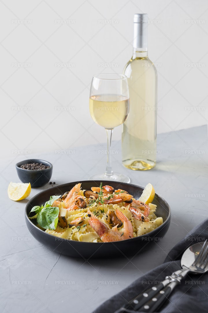 Pasta Reginelle With Seafood: Stock Photos