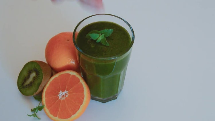 Pouring Green Smoothie Into Glass: Stock Video