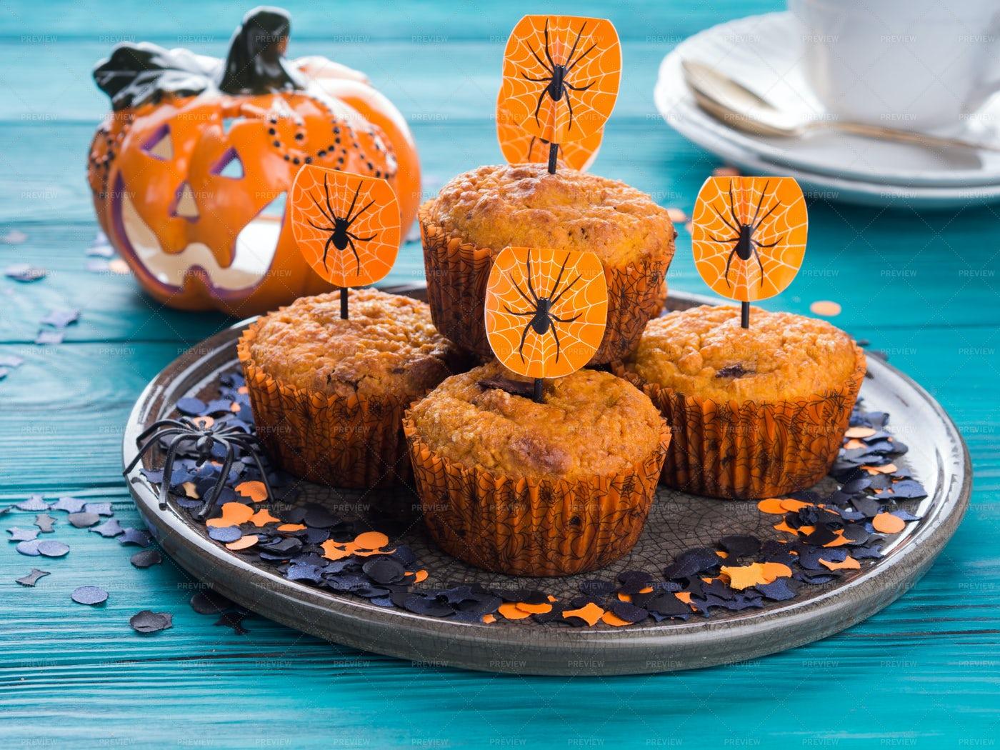 Pumpkin Muffins For Halloween: Stock Photos