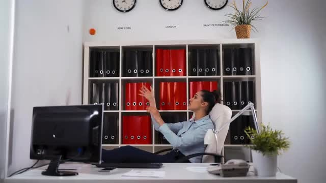 Female Employee Passing The Time: Stock Video