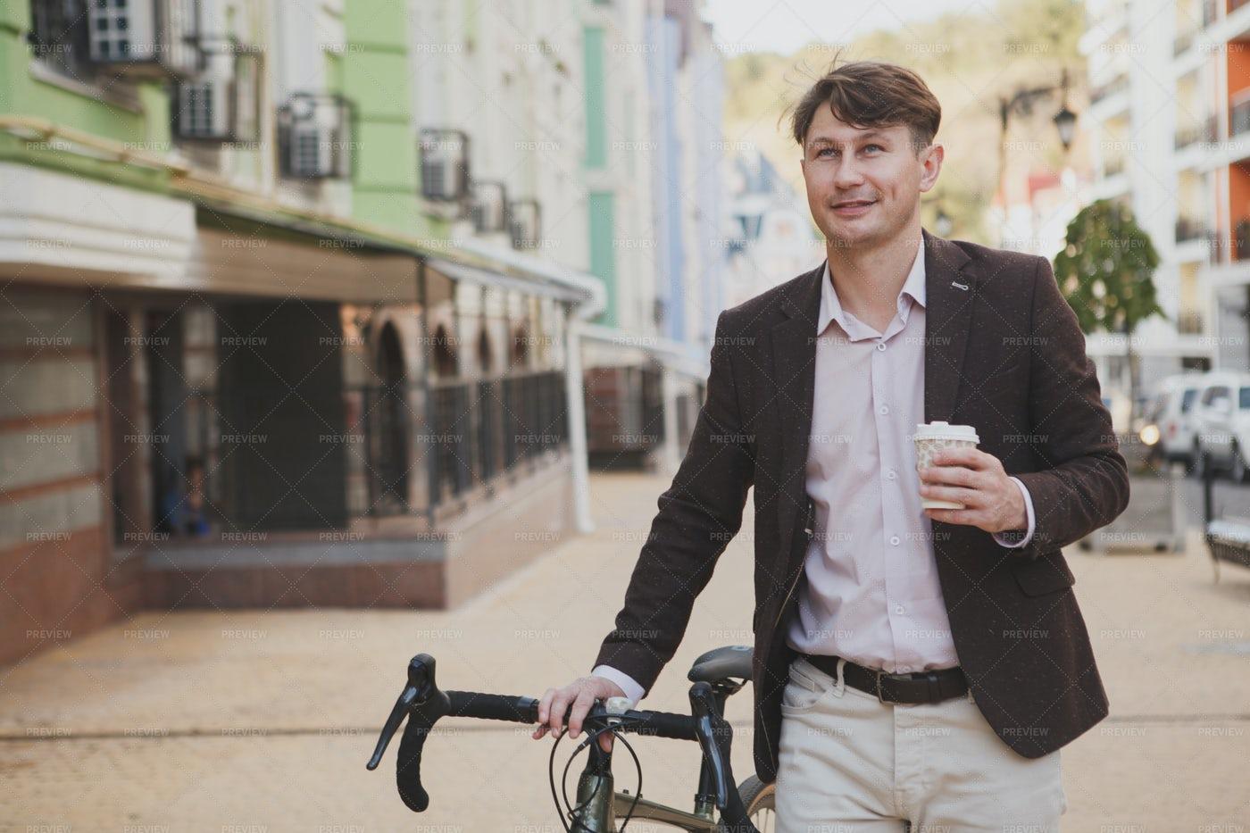 Enjoying Coffee In City: Stock Photos