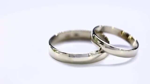 White Golden Wedding Rings Rotating: Stock Video