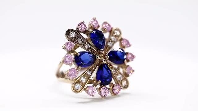 Beautiful Diamond Ring Rotating : Stock Video