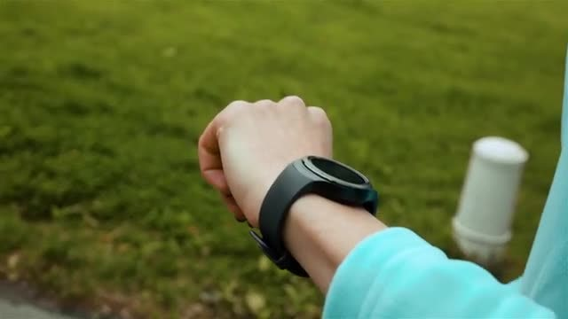 Woman Athlete Using Smart Watch : Stock Video