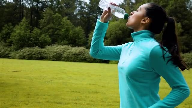 Drinking While Jogging : Stock Video