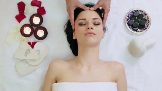 Head Massage In Tropical Spa: Stock Video