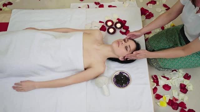 Head Massage At Beauty Spa: Stock Video
