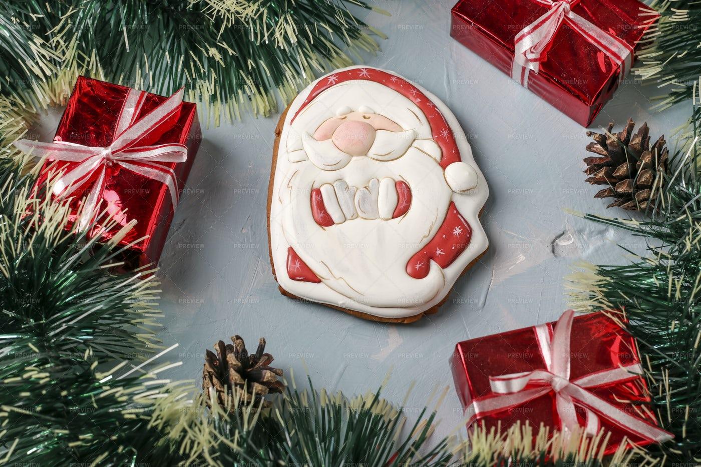 Gingerbread Santa Claus: Stock Photos