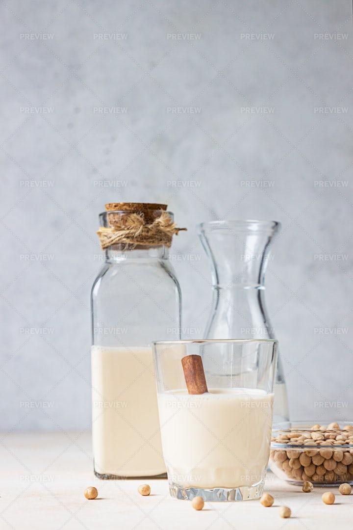 Chickpea Milk: Stock Photos