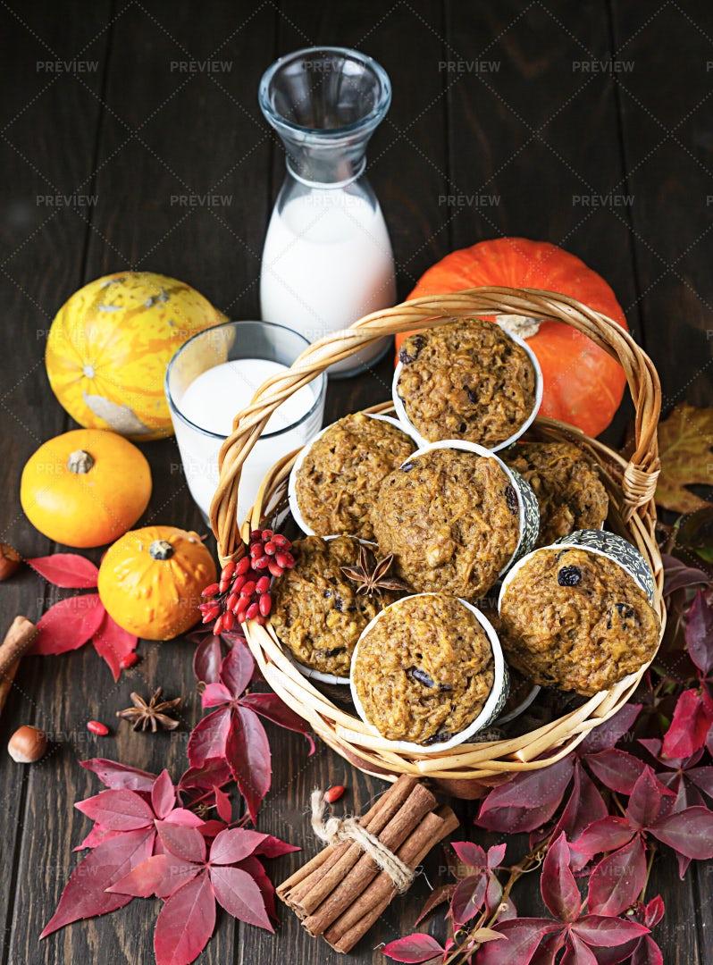 Pumpkin Spicy Muffins: Stock Photos