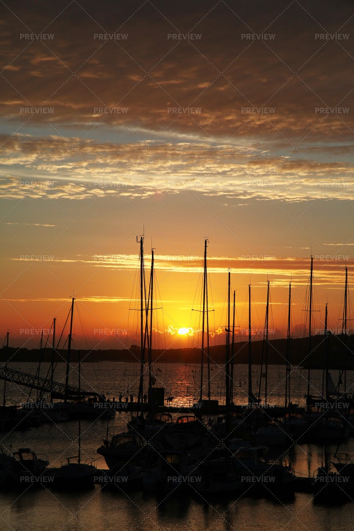 Sunset On The Harbour: Stock Photos