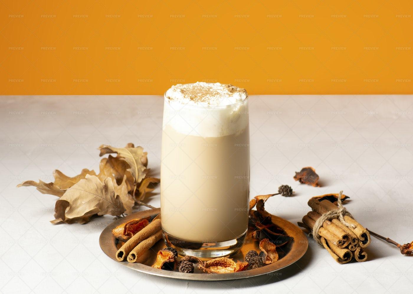 Traditional Autumn Pumpkin Latte: Stock Photos