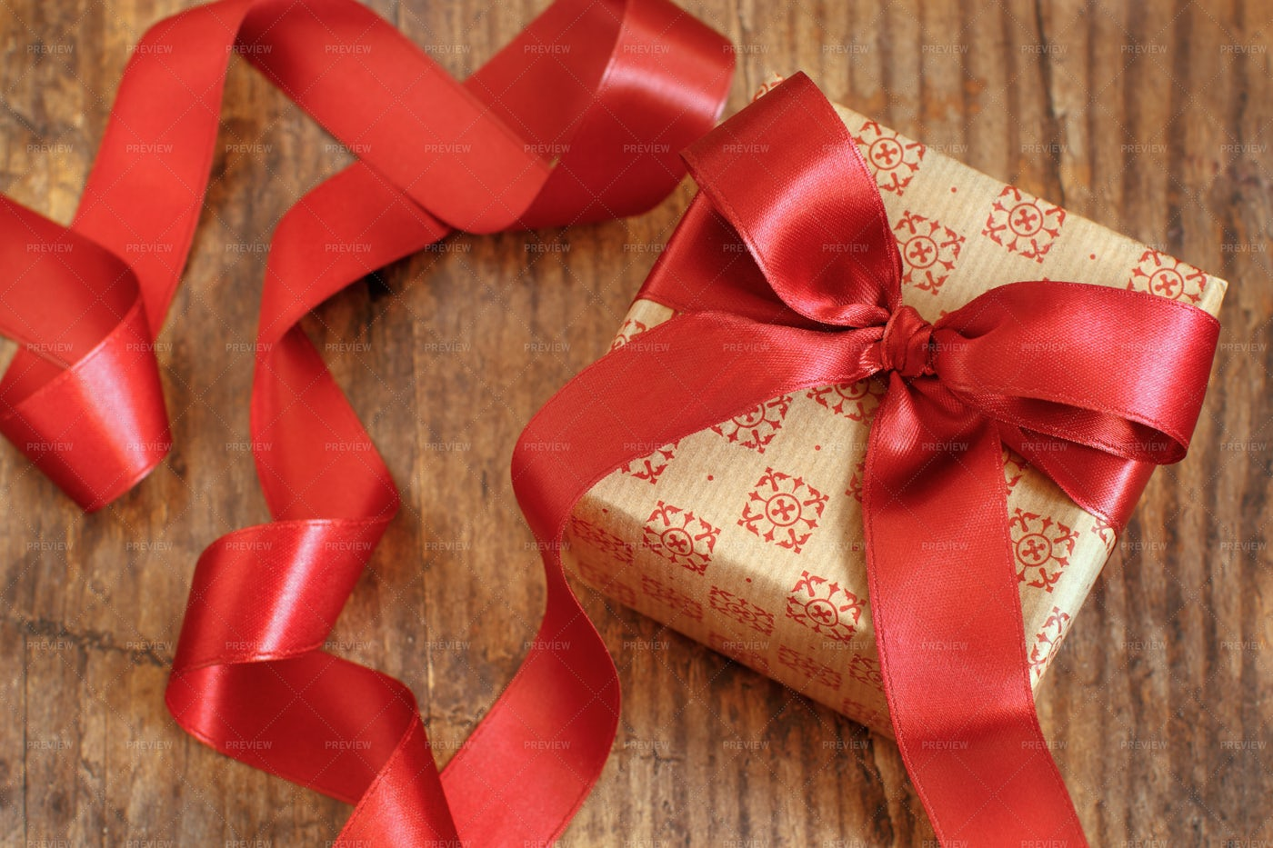 Gift Box With Bow: Stock Photos