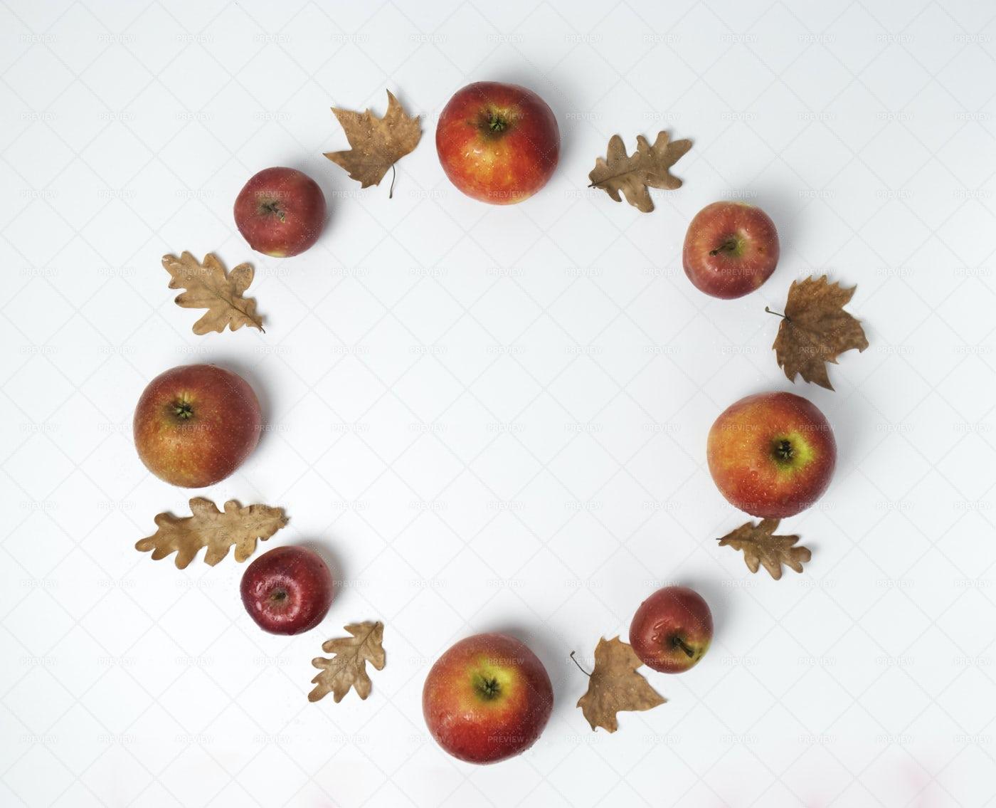 Circle Of Apples: Stock Photos