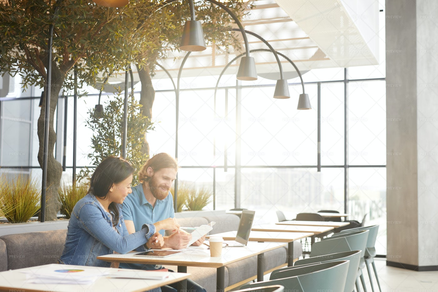 Meeting In The Cafe: Stock Photos