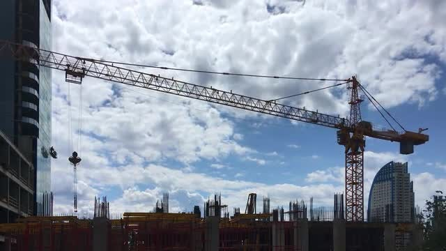 Building Crane Time Lapse 4K: Stock Video