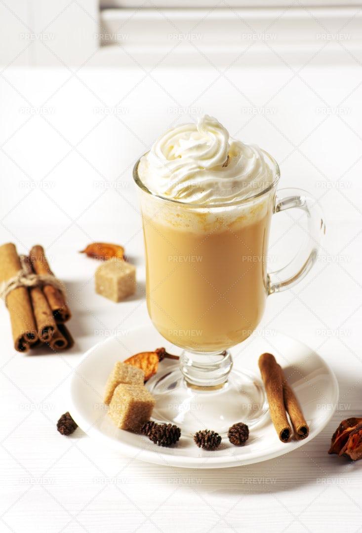Hot Pumpkin Latte: Stock Photos