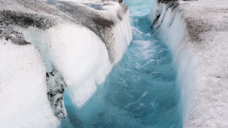 Icy River Flowing Slowly: Stock Video